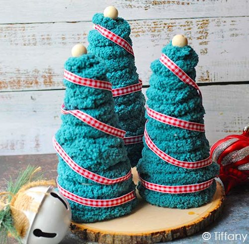 The finished yarn Christmas trees.